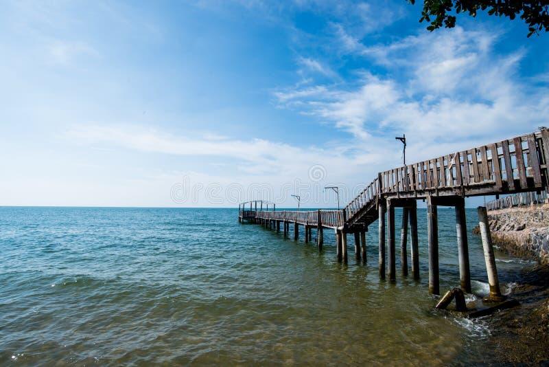 Bro och pavillion på havet arkivbild