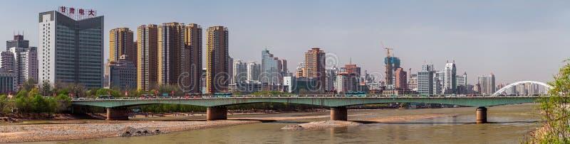 Bro på den Lanzhou staden, Kina royaltyfri foto