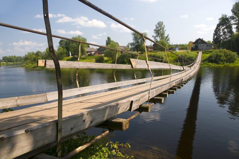 Bro på floden royaltyfri fotografi