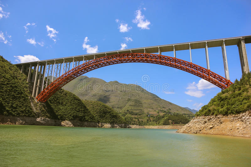 Bro på Yangtzet River arkivbilder