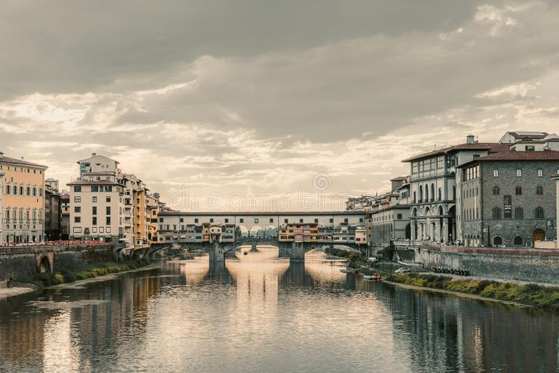 Bro Ponte del Vecchio i Florence arkivfoton