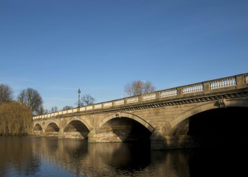 bro slingra Hyde Park royaltyfri bild