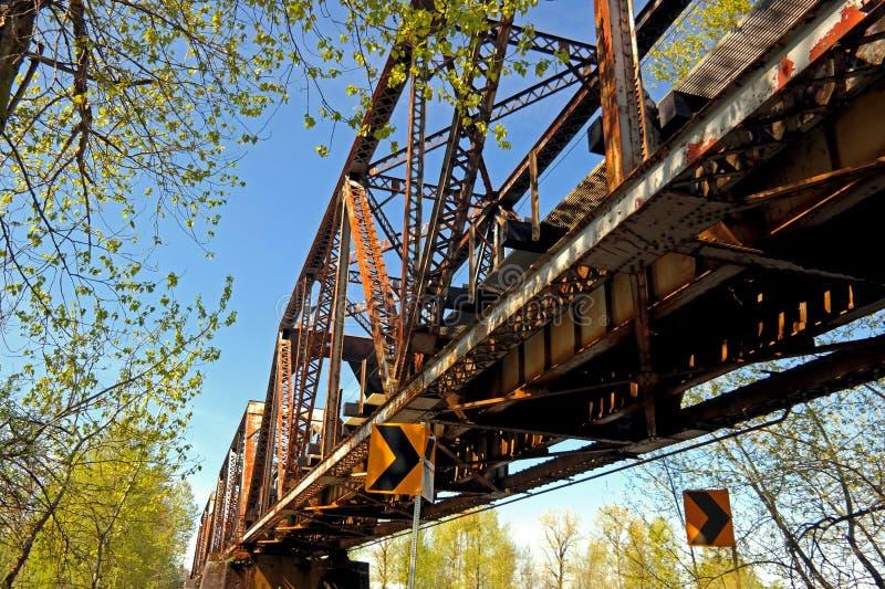 Bro som korsar den Washougal floden WA royaltyfria foton