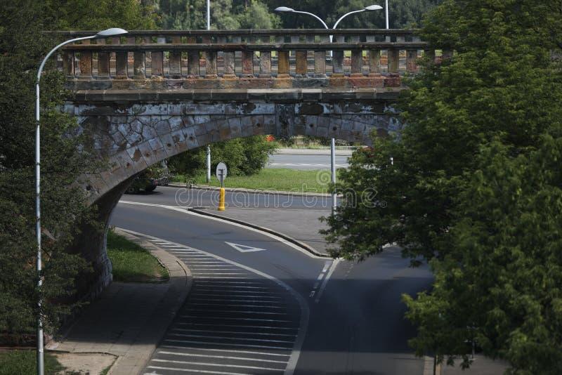 Bro under gatan av Warszawa royaltyfri bild
