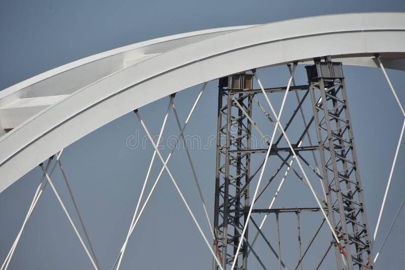 Bro under konstruktion över Danube River arkivfoton