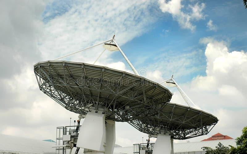 broadcasts satelite two royaltyfri fotografi