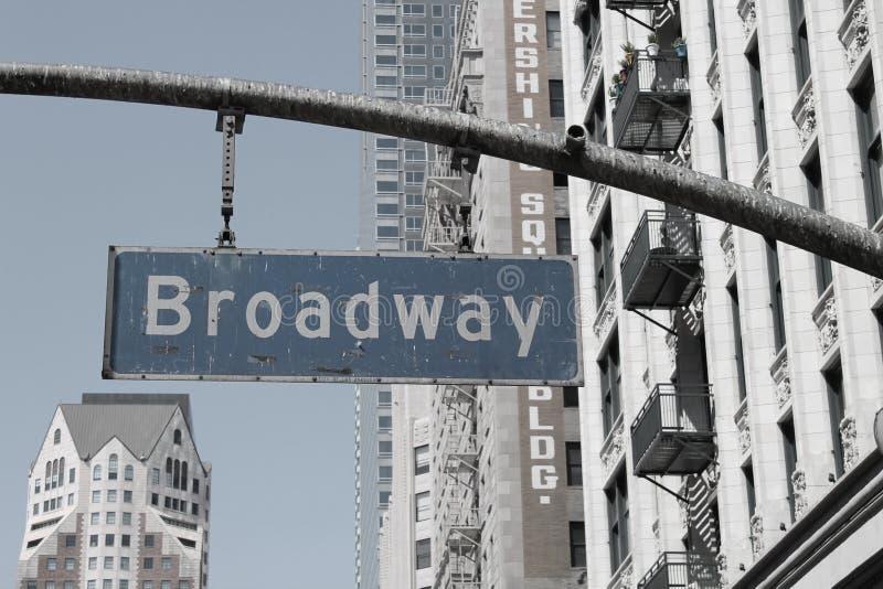 Broadway assina dentro a cidade de Los Angeles fotografia de stock