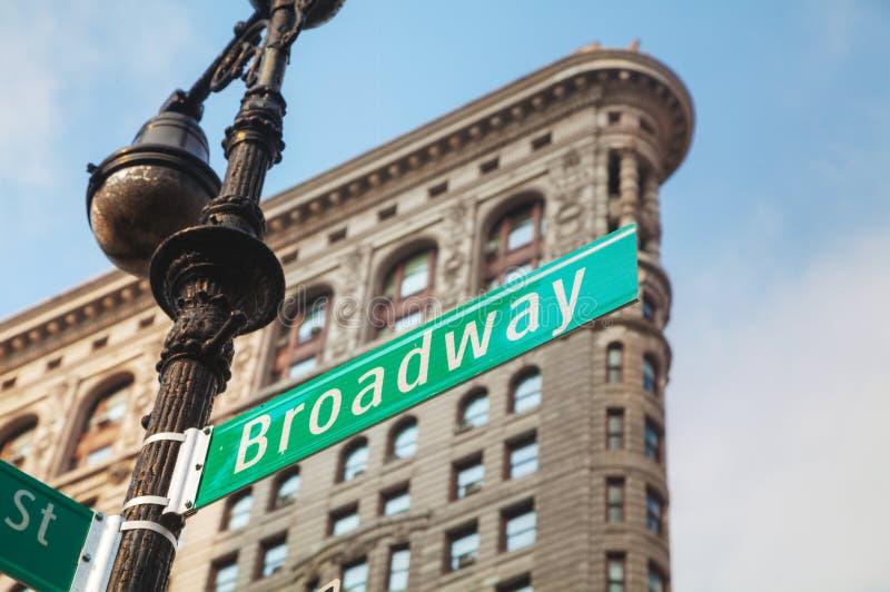 Broadway assina dentro New York City, EUA fotografia de stock