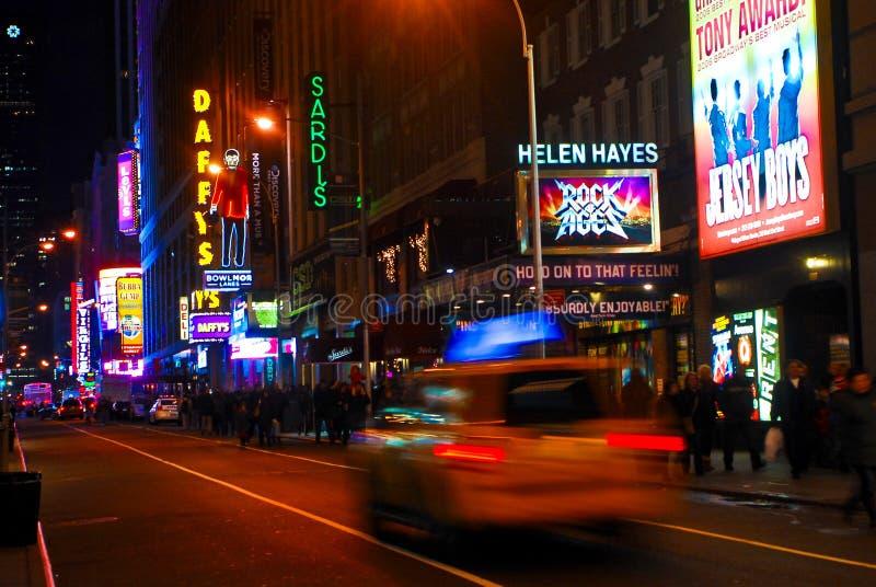 Broadway en la noche, Manhattan, NY. imágenes de archivo libres de regalías