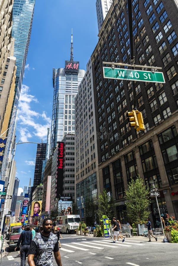 Broadway föreningspunkt med gatan för W 40 i Manhattan, New York City, USA arkivfoto
