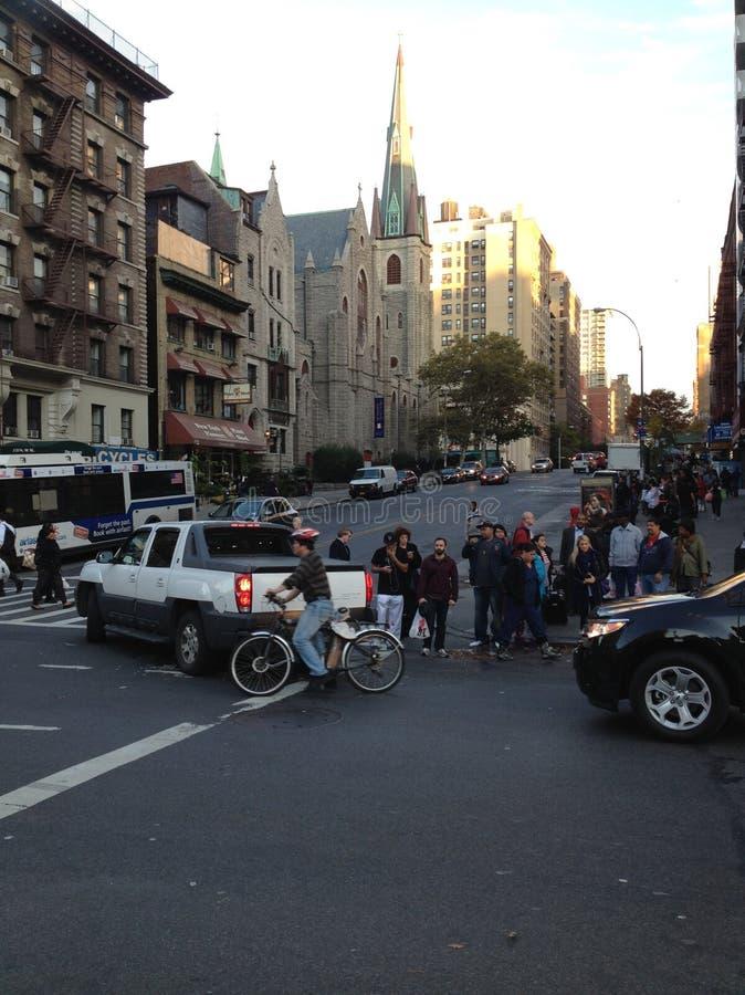 Broadway graci pobliski kościół w Miasto Nowy Jork zdjęcie royalty free