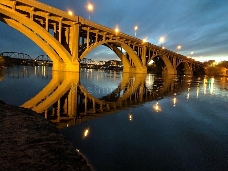 Broadway most przy nocą fotografia royalty free
