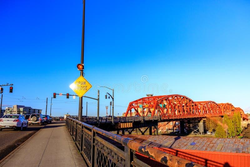 Broadway most w w centrum Portland, LUB zdjęcia royalty free