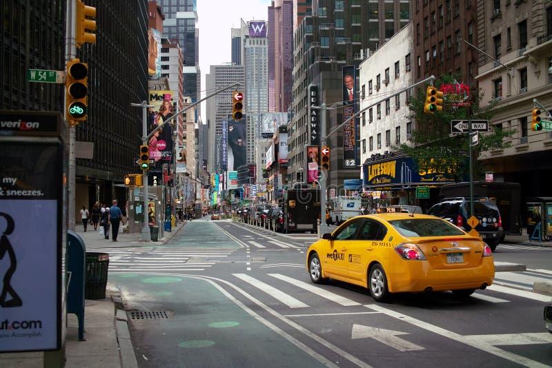 Broadway na rua NYC do oeste 54th fotografia de stock