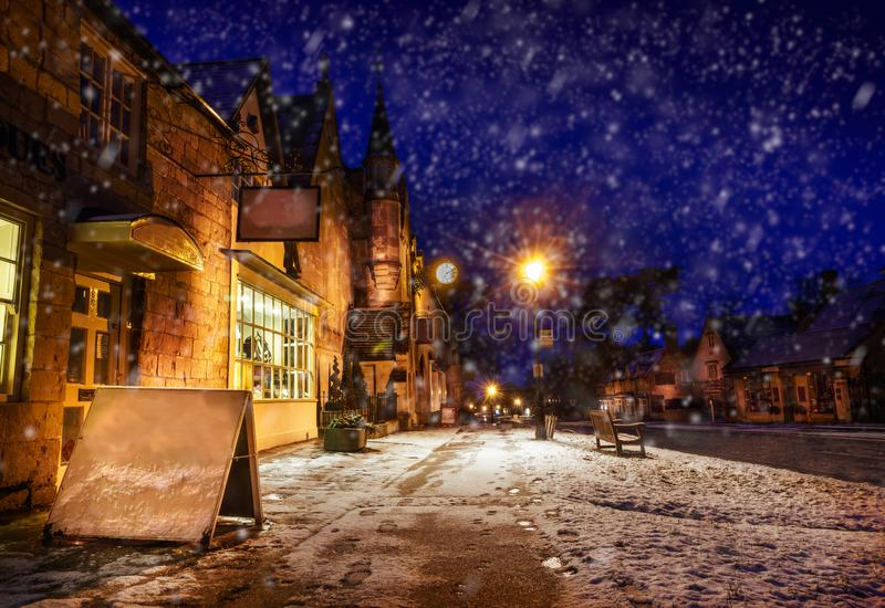 Broadway, schneebedeckte Szene Hautpstraße Gloucestershire stockbilder