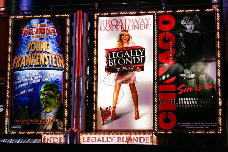 Broadway teatru znaki przy nocą w Miasto Nowy Jork obrazy stock