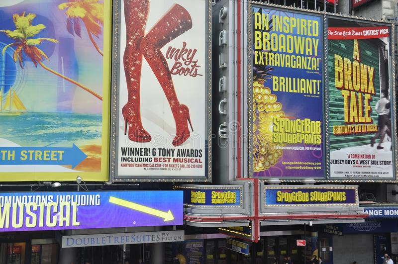 Broadway toont affiches in Times Square, de Stad van New York stock foto's