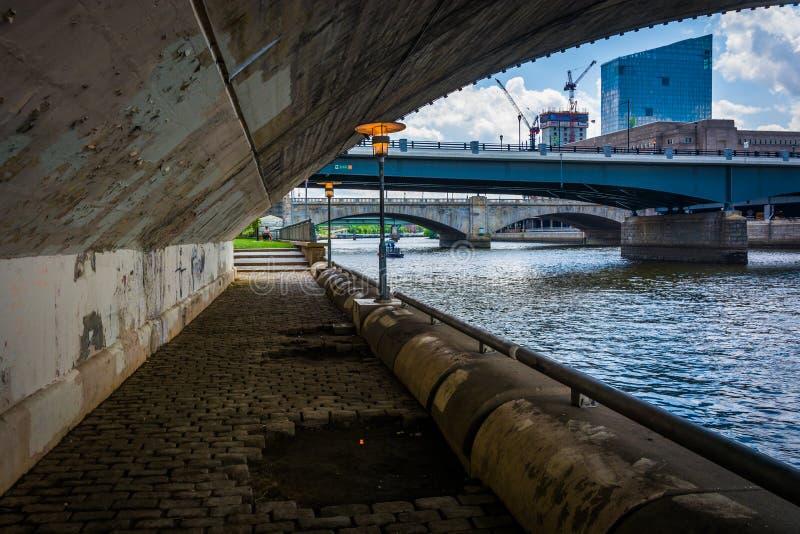 Broar över den Schuylkill floden i Philadelphia, Pennsylvania arkivfoton