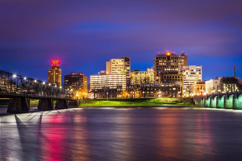 Broar över Susquehannaet River och horisonten på natten, in royaltyfri foto