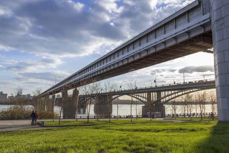 Broar i Novosibirsk royaltyfri bild