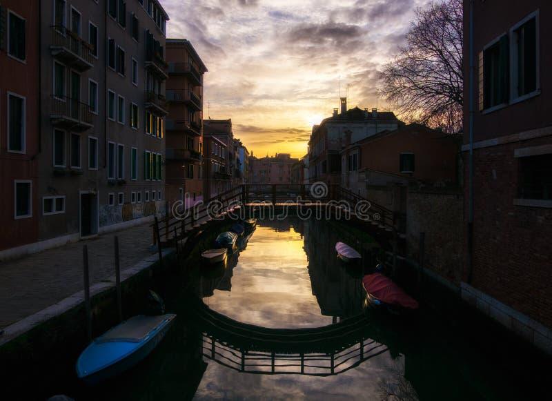 Broar och kanaler av Venedig italy royaltyfri fotografi