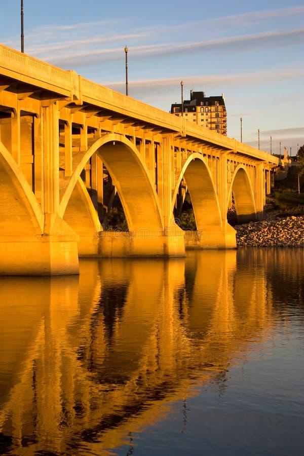 brobroadway solnedgång fotografering för bildbyråer