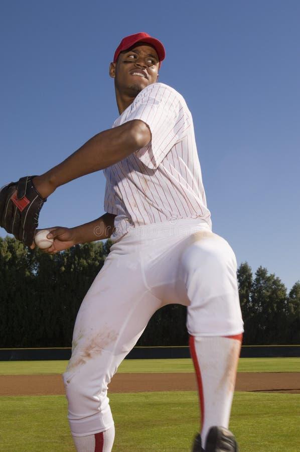 Broc enroulant jusqu'à le jet le base-ball photo libre de droits