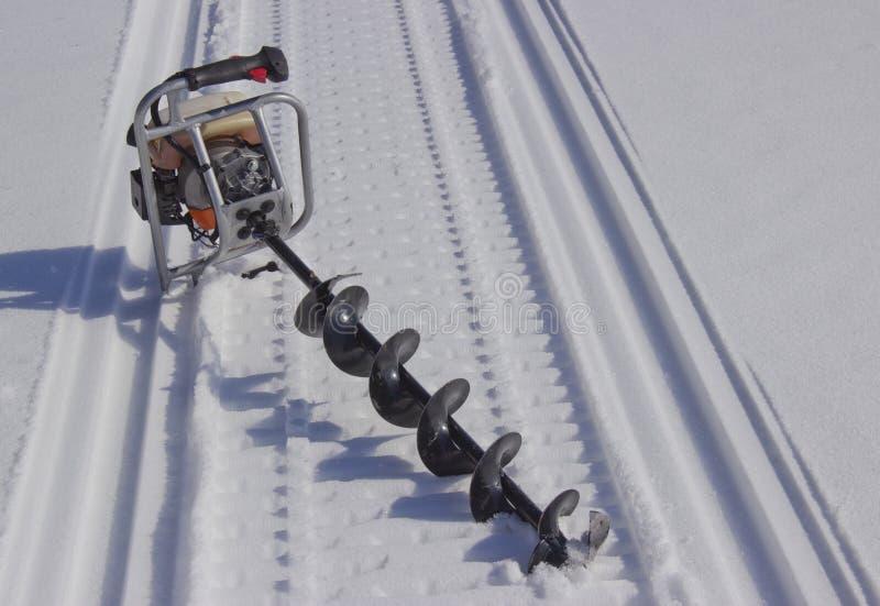 Broca do motor para pescar na neve fotografia de stock royalty free