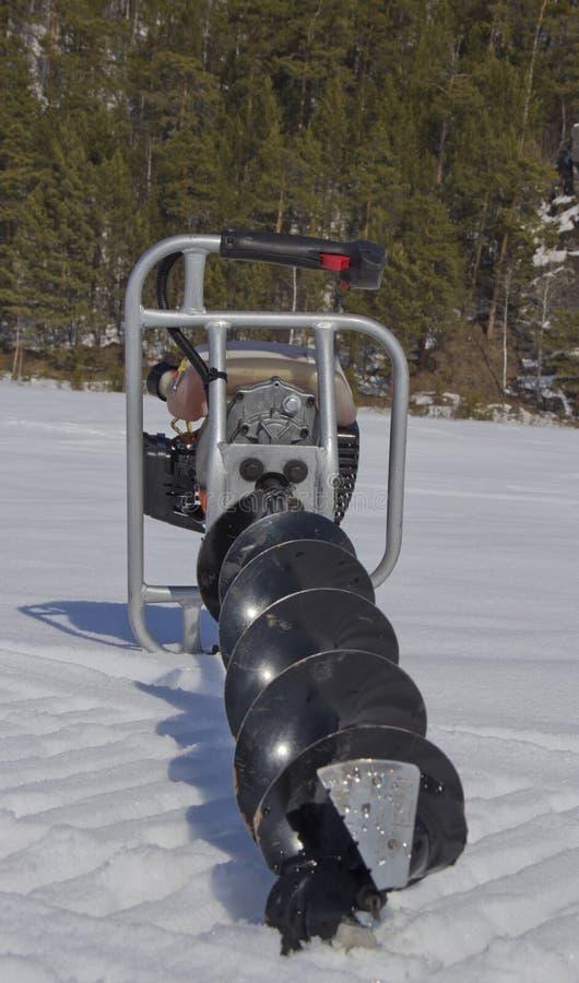 Broca do motor para pescar na neve imagem de stock royalty free