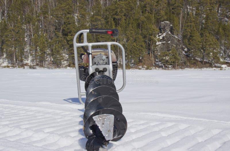 Broca do motor para pescar na neve imagem de stock