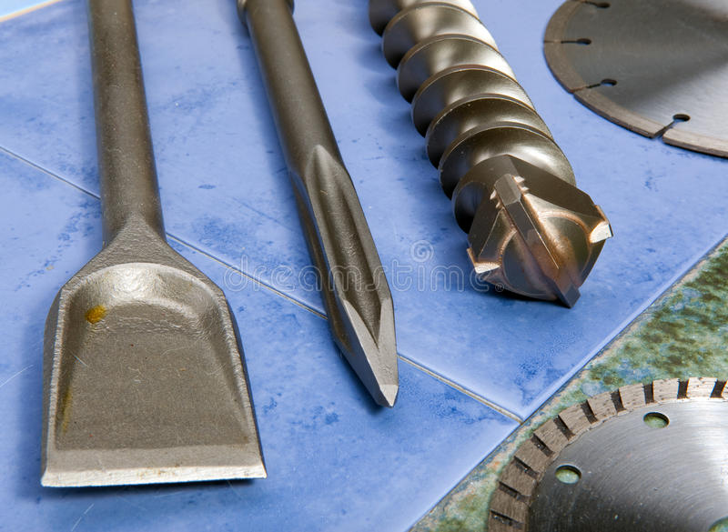 A broca, paica, lâmina - um grupo de bocais para o perfurador. Ainda-vida fotografia de stock