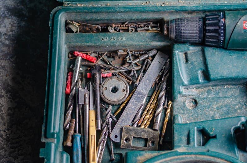 Broca velha colocada em uma caixa O fim de um dia de trabalho duro no trabalho Foco seletivo Sem povos foto de stock royalty free