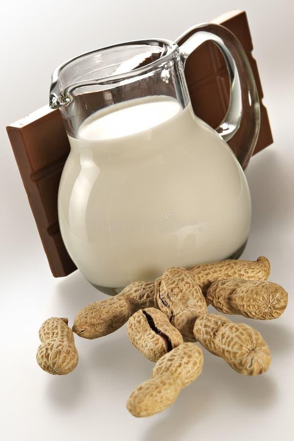 Brocca con latte immagine stock