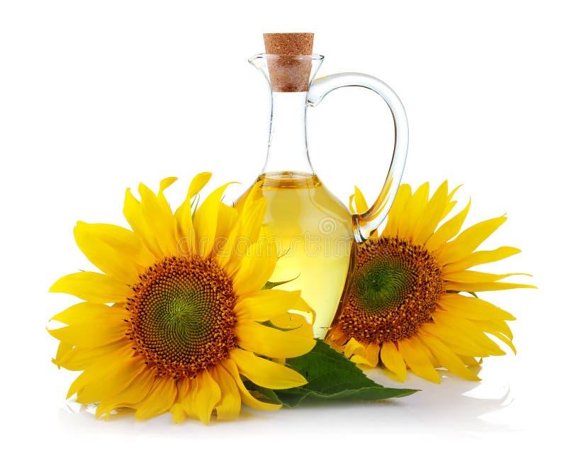 Brocca di olio di girasole con i fiori isolati fotografie stock