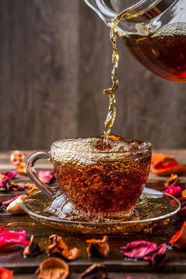 Brocca di tè e di tazza fotografie stock libere da diritti