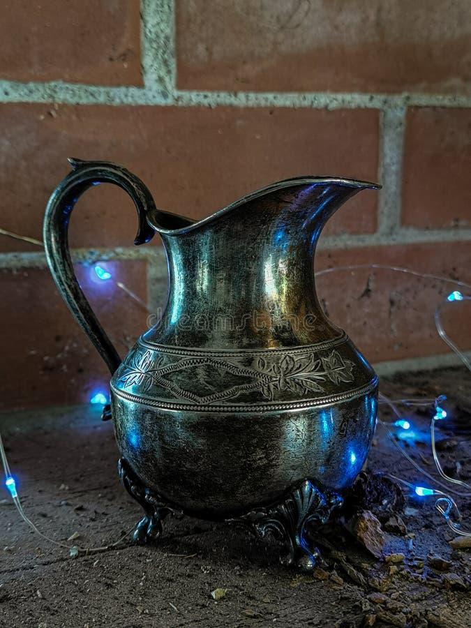 Brocca magica dei genii Lampada dei genii di Aladdin magico fotografia stock