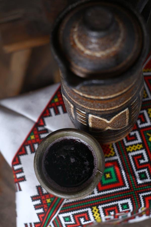 Brocca tradizionale di vino immagini stock libere da diritti