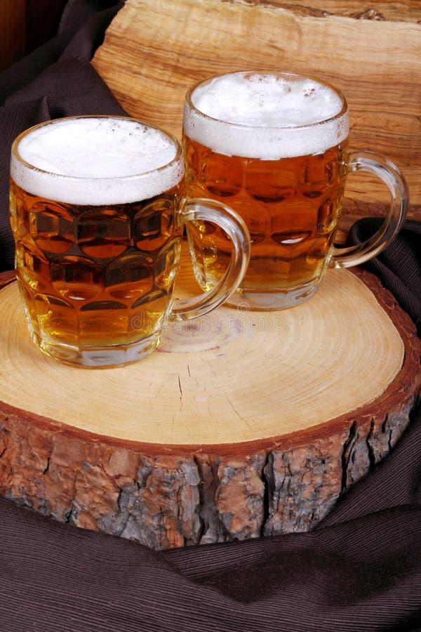 Brocche di birra bionda fotografia stock