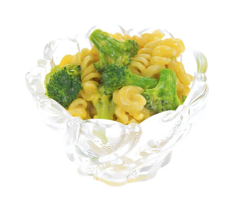 Broccoli en deegwaren met kaassaus in kom royalty-vrije stock foto
