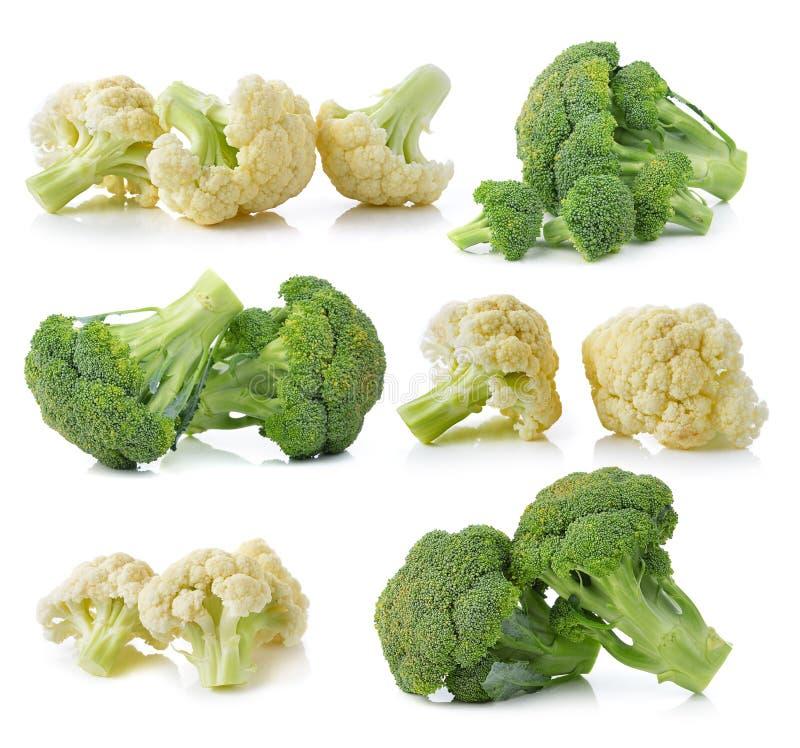 Broccoli en verse die bloemkool op witte achtergrond worden geïsoleerd royalty-vrije stock afbeeldingen