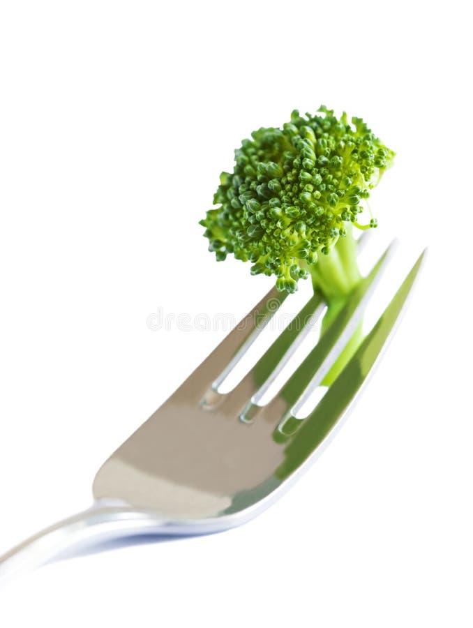 Broccoli frais sur la fourchette d'isolement sur le blanc images libres de droits