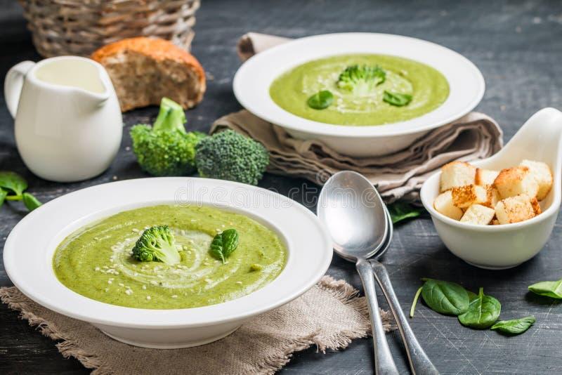 Broccoli lagar mat med grädde soppa royaltyfria foton