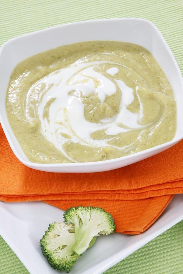 broccoli lagar mat med grädde soup fotografering för bildbyråer