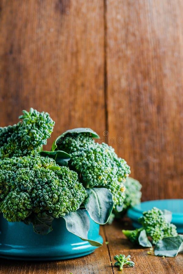 Broccoli in metaal tiffin royalty-vrije stock foto