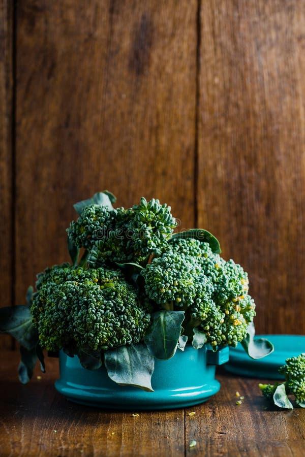Broccoli in metaal tiffin royalty-vrije stock afbeeldingen