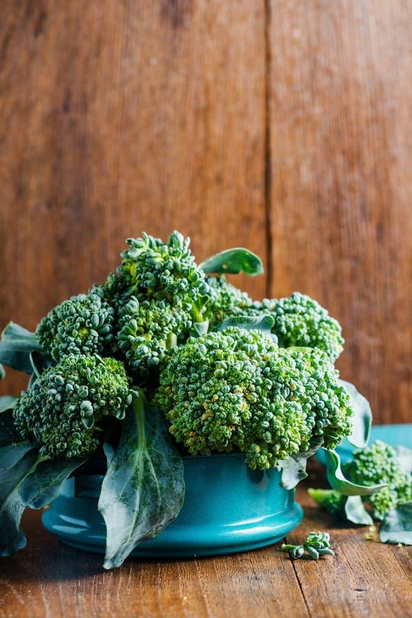 Broccoli in metaal tiffin stock fotografie