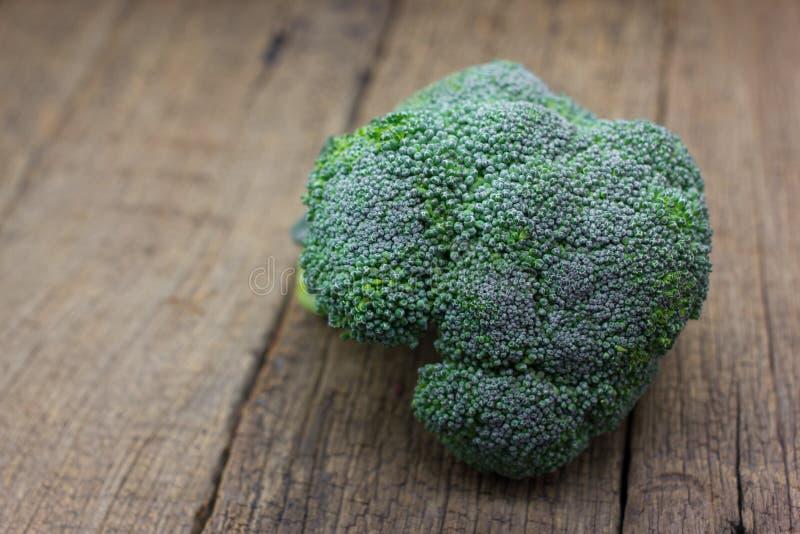 Broccoli organici freschi fotografia stock libera da diritti