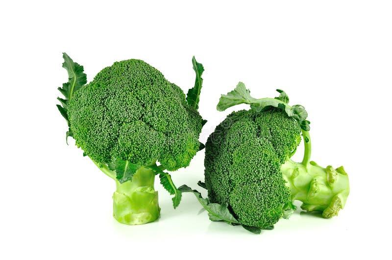 Broccoli stänger sig upp isolerat på vit bakgrund arkivfoton
