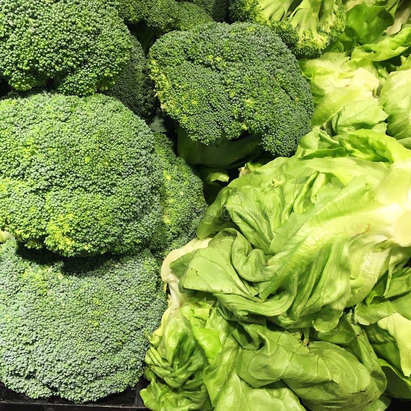 Broccolli и салат стоковая фотография