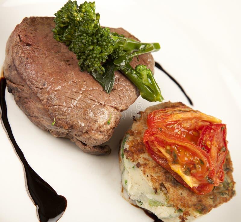 Broccolo & pomodoro della bistecca fotografie stock libere da diritti